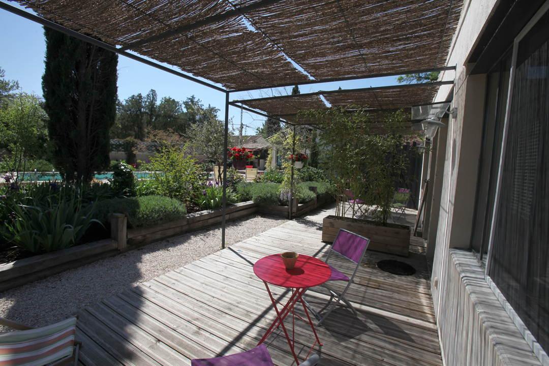 Chambre d'hôtes Arles - Terrasse privative vue sur la piscine